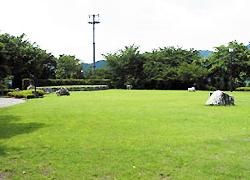 芝生のイベント広場